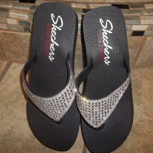 *SOLD*NWOT Skechers Yoga Foam Bling Flip Flop Sz 9